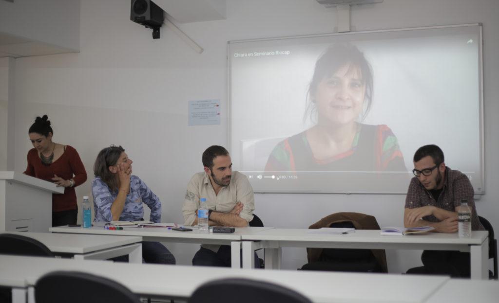 De izquierda a derecha: Gloria Rosique, Patricia Fasano, Alejandro Barranquero, Chiara Sáez (pantalla) y José Emilio Pérez.