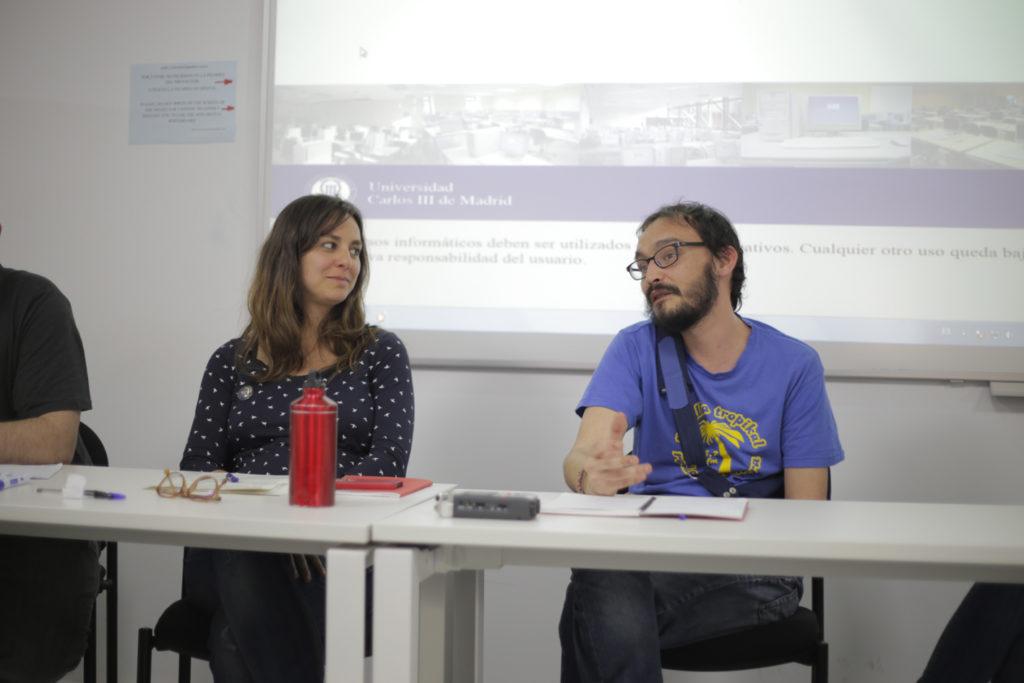 """Izaskun (El Salto) y Ramón (Radio Almenara) en la mesa de debate """"La comunicación alternativa desde las prácticas""""."""